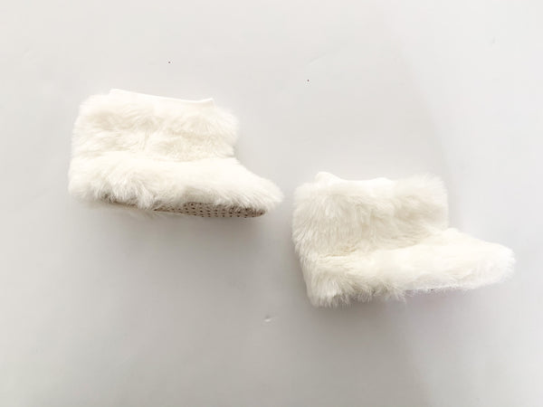 Old Navy faux fur booties size 3-6 months