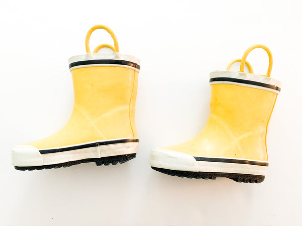 Yellow rubber boots (size 6)