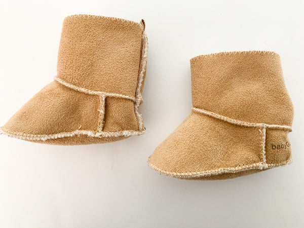Baby Gap shearling booties size: 0-3 months