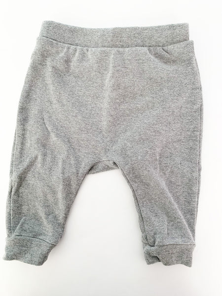 Old Navy grey leggings with teddy bear bottom size 3-6 months
