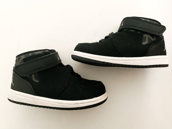 Nike Air Jordan black 1 flight high tops size 7c