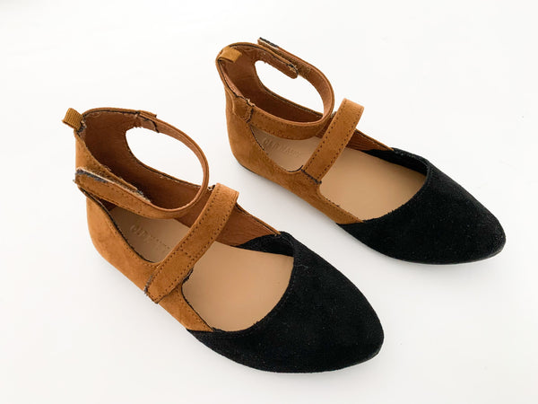 Old Navy black & tan faux suede flats Size 11