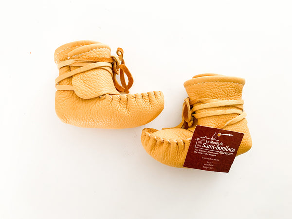 Scout Enfants tan mukluks (new with tags) size: sm-infant
