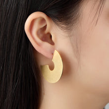 Load image into Gallery viewer, C-Shaped Earrings