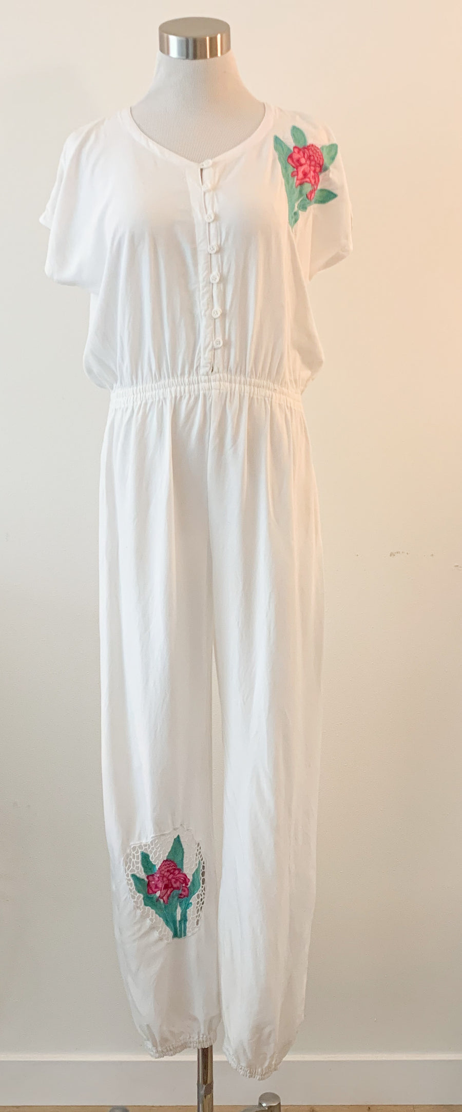 White jumpsuit with flower applique