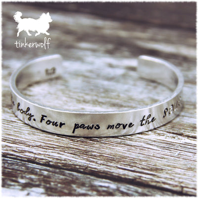Four paws move the soul cuff