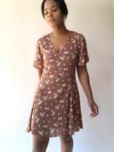 Load image into Gallery viewer, Mina Short Sleeve Floral Day Dress In Taupe