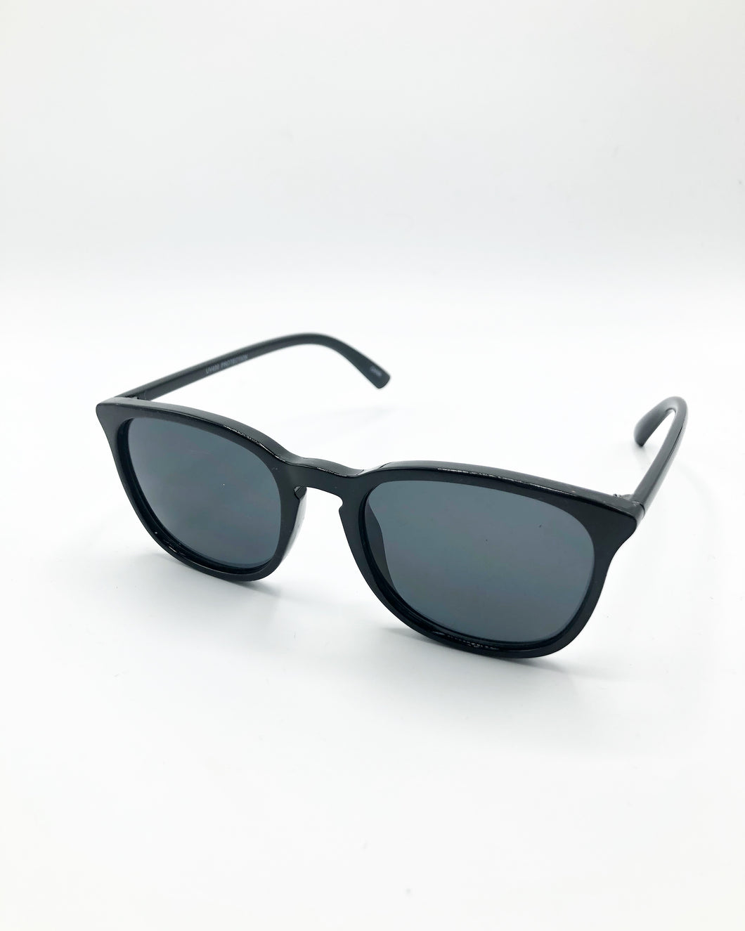 Kalyn Cali Style Sunglasses In Gloss Black