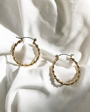 Load image into Gallery viewer, Fleur Classic Hoop Earring