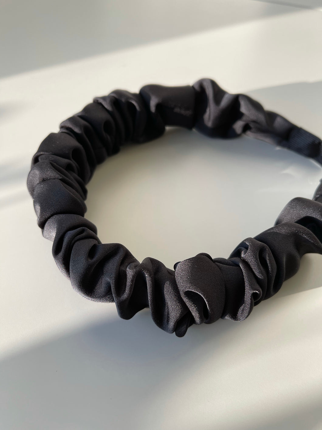 Scrunch Cloth Headband In Black