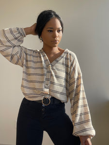 Amira Cropped Cardigan In Taupe