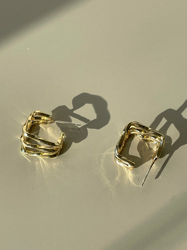 Tri Square Wave Huggie Hoop Earring In Gold