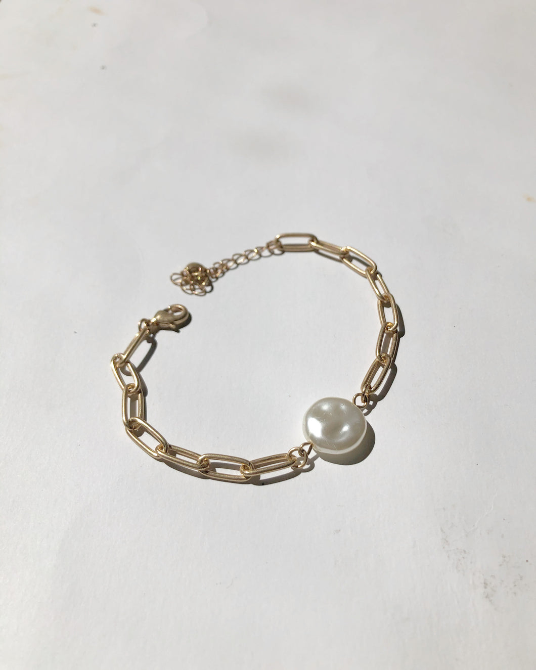 Freshwater Pearl Single Charm Bracket In Matte Gold