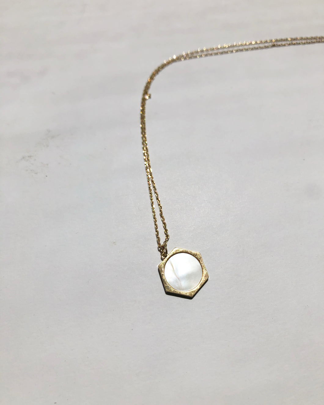 Geo Pearl Mini Necklace In Matte Gold