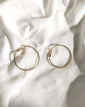 Load image into Gallery viewer, Geneve Classic Hoop Earring