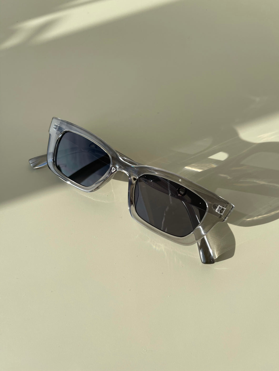 Stephanie 90s Style Sunglasses In Ice Grey