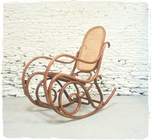 Rocking Chair Vintage Thonet Bois et Cannage