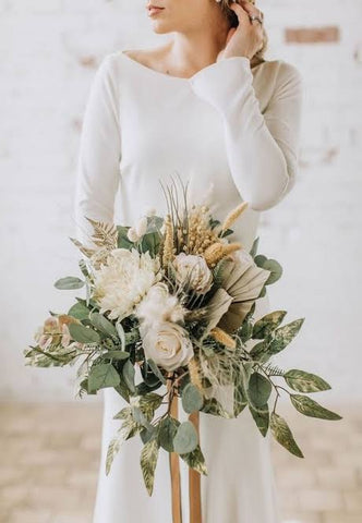How to Match your Hand Bouquet with your Wedding Dress - Yenny Lee Bridal Couture
