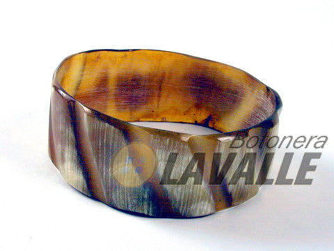 Bangle cow horn grooves diagonals