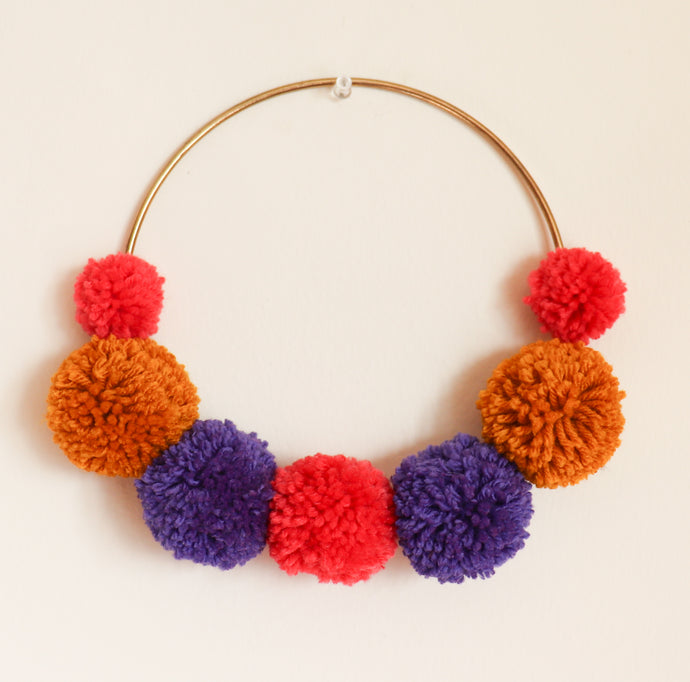 POM CIRCLE HANGING- WARM