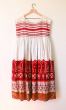 Load image into Gallery viewer, VINTAGE MEXICAN DRESS WITH CAP SLEEVES