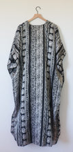 Load image into Gallery viewer, VINTAGE BLACK PRINTED CAFTAN