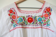 Load image into Gallery viewer, VINTAGE MEXICAN EMBROIDERED TOP- WHITE