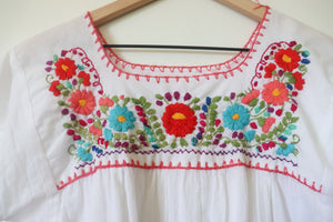 VINTAGE MEXICAN EMBROIDERED TOP- WHITE
