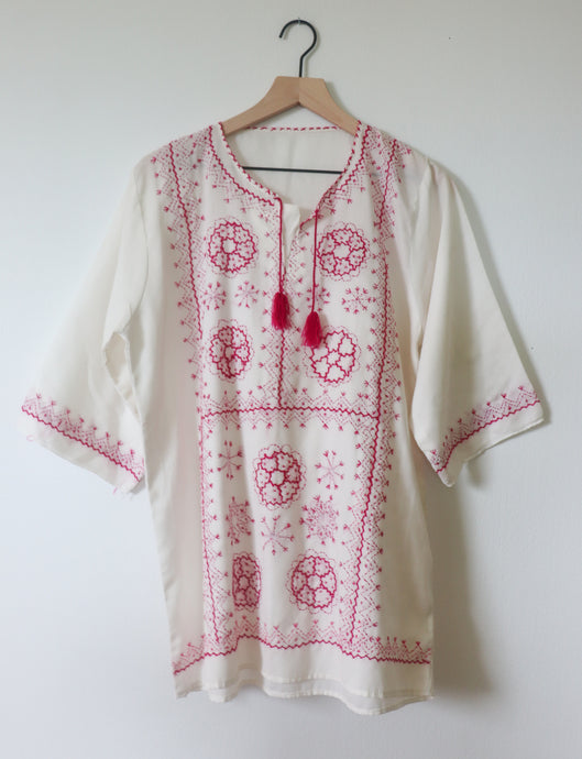 VINTAGE TOP WITH PINK EMBROIDERY