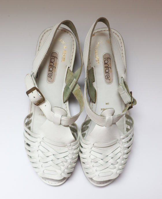 VINTAGE WOVEN WHITE SANDALS