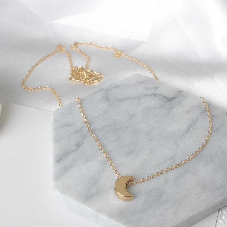 Simple Thick Moon Pendant Necklace