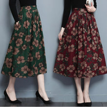 Load image into Gallery viewer, Estylo-Woolen Floral Skirt