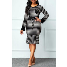 Load image into Gallery viewer, Oliver's Elegant Slimfit Striped Dress