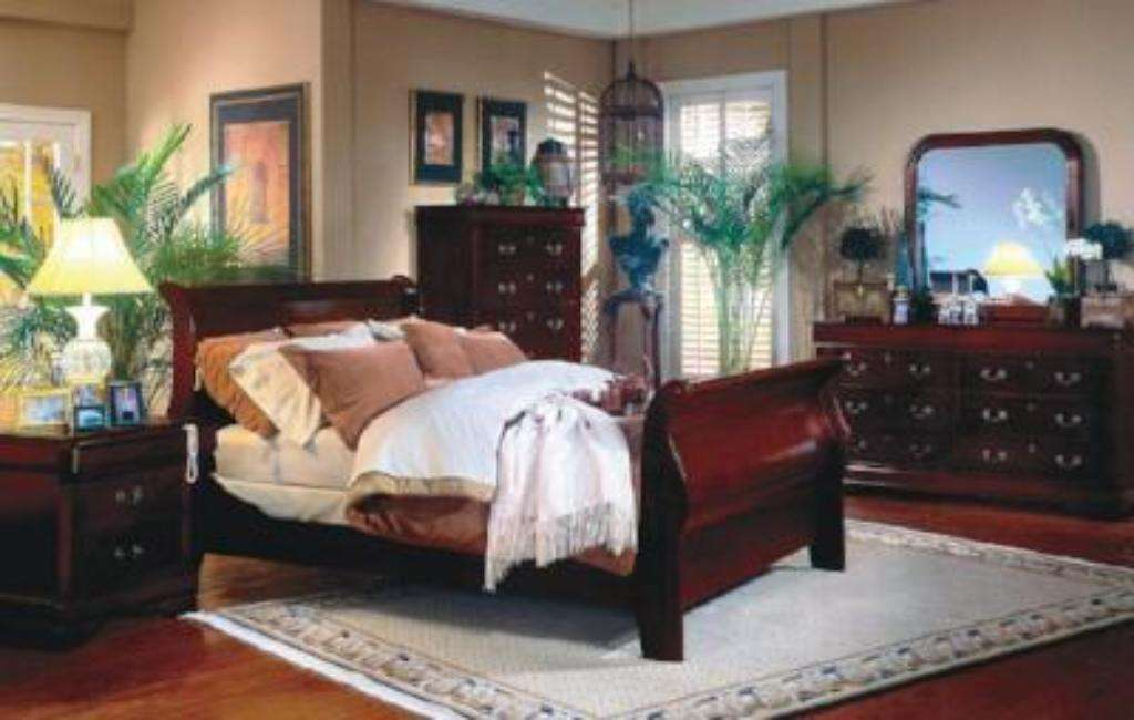 Louis Philip Bedroom Set - Richicollection Furniture Warehouse
