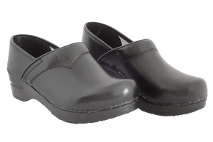 Sanita san flex clogs for chefs, surgeons and nurses - two diagonal view