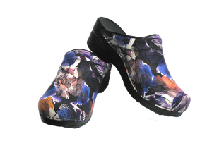 Sanita nurse clogs trixy purple two leaning