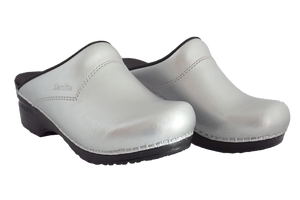 Sanita Silver San Flex Clogs easy clean for nurses - diagonal two view
