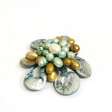 Load image into Gallery viewer, Green Pearl Flower Necklace