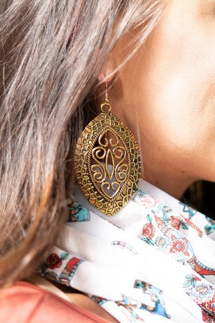 Gold Oval Detailed Teardrop Earring