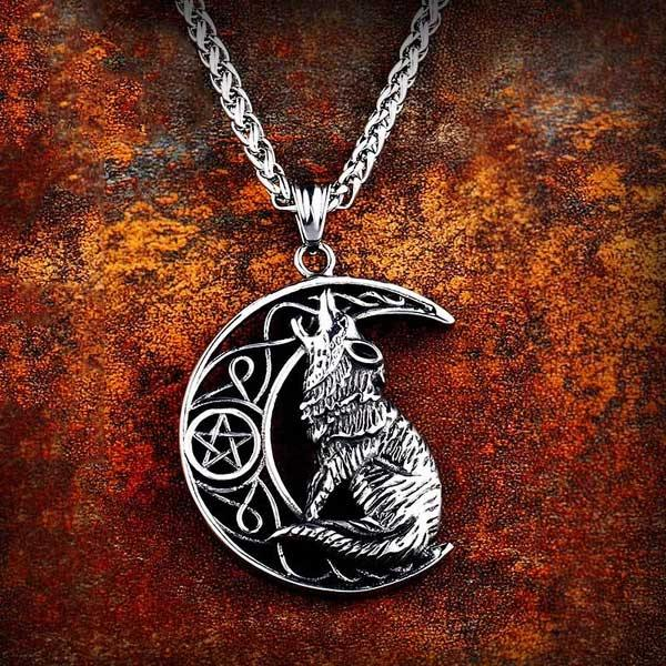Howling Wolf Necklace - Wyvern's Hoard