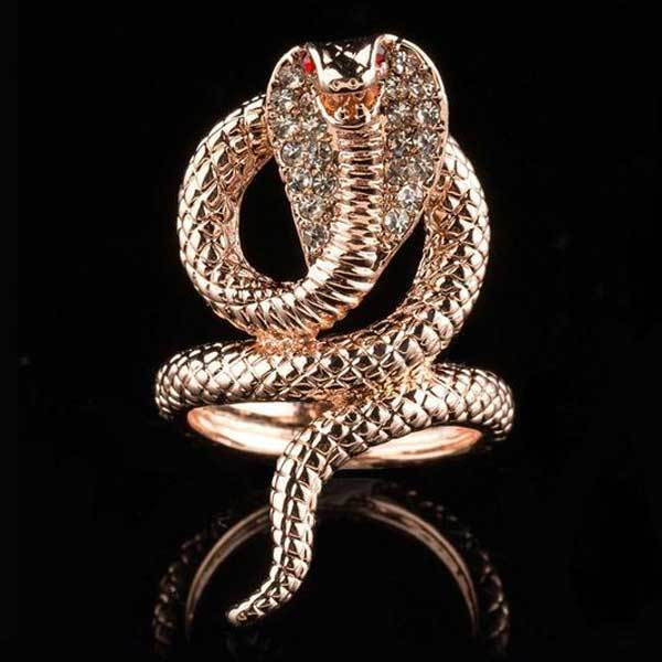 Hooded Cobra Ring