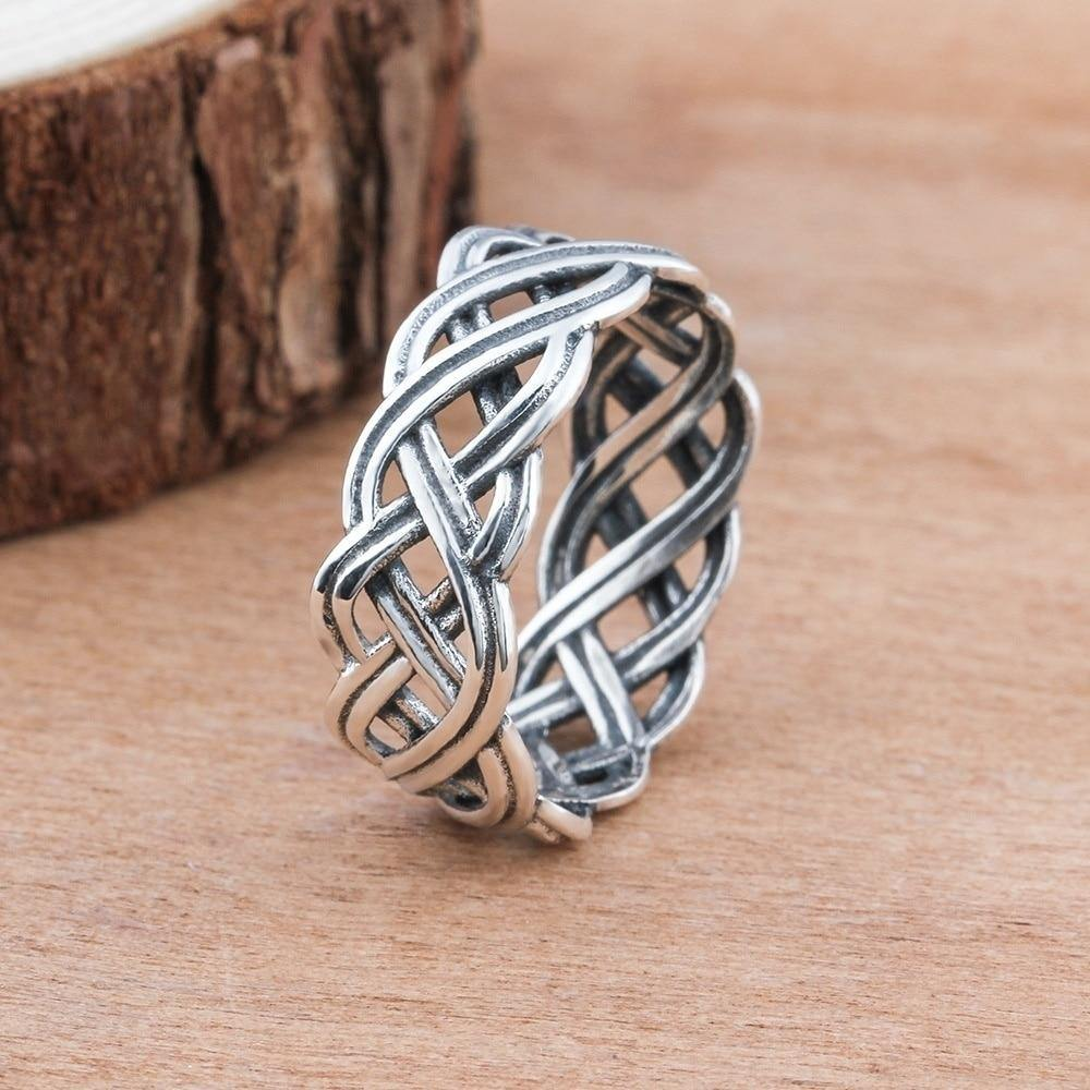 Celtic Knotwork Ring - Wyvern's Hoard