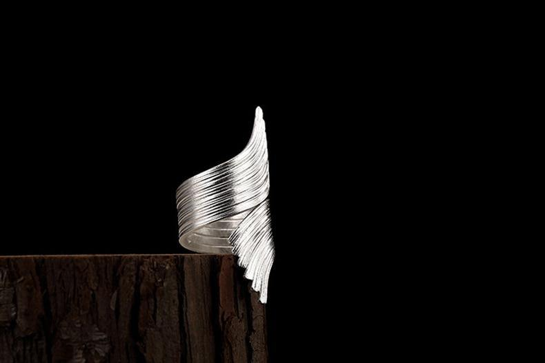 Folding Angel Wings Resizeable Ring