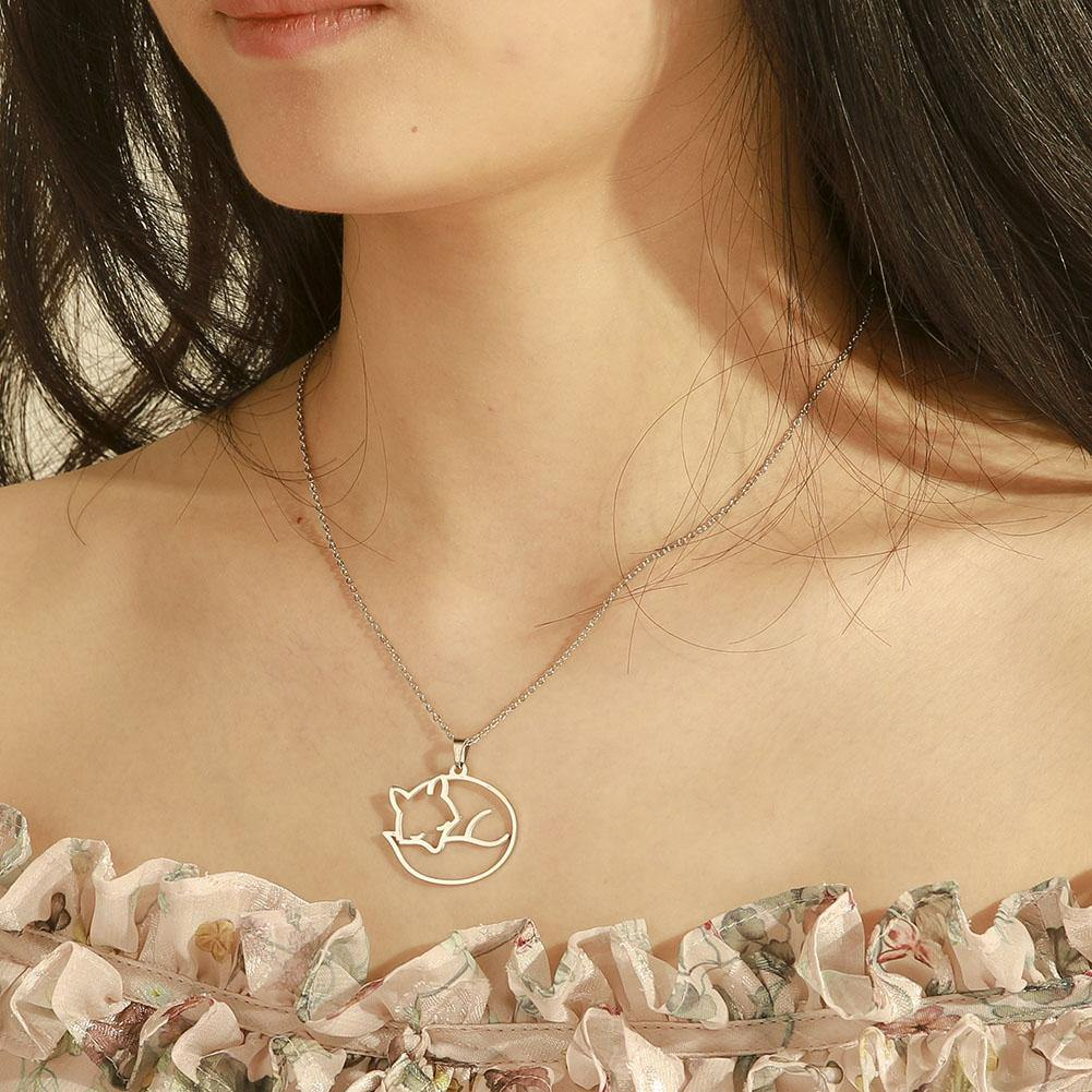 Sleeping Fox Minimalist Necklace - Wyvern's Hoard