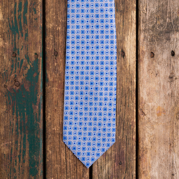 Grey/blue printed Macclesfield silk tie