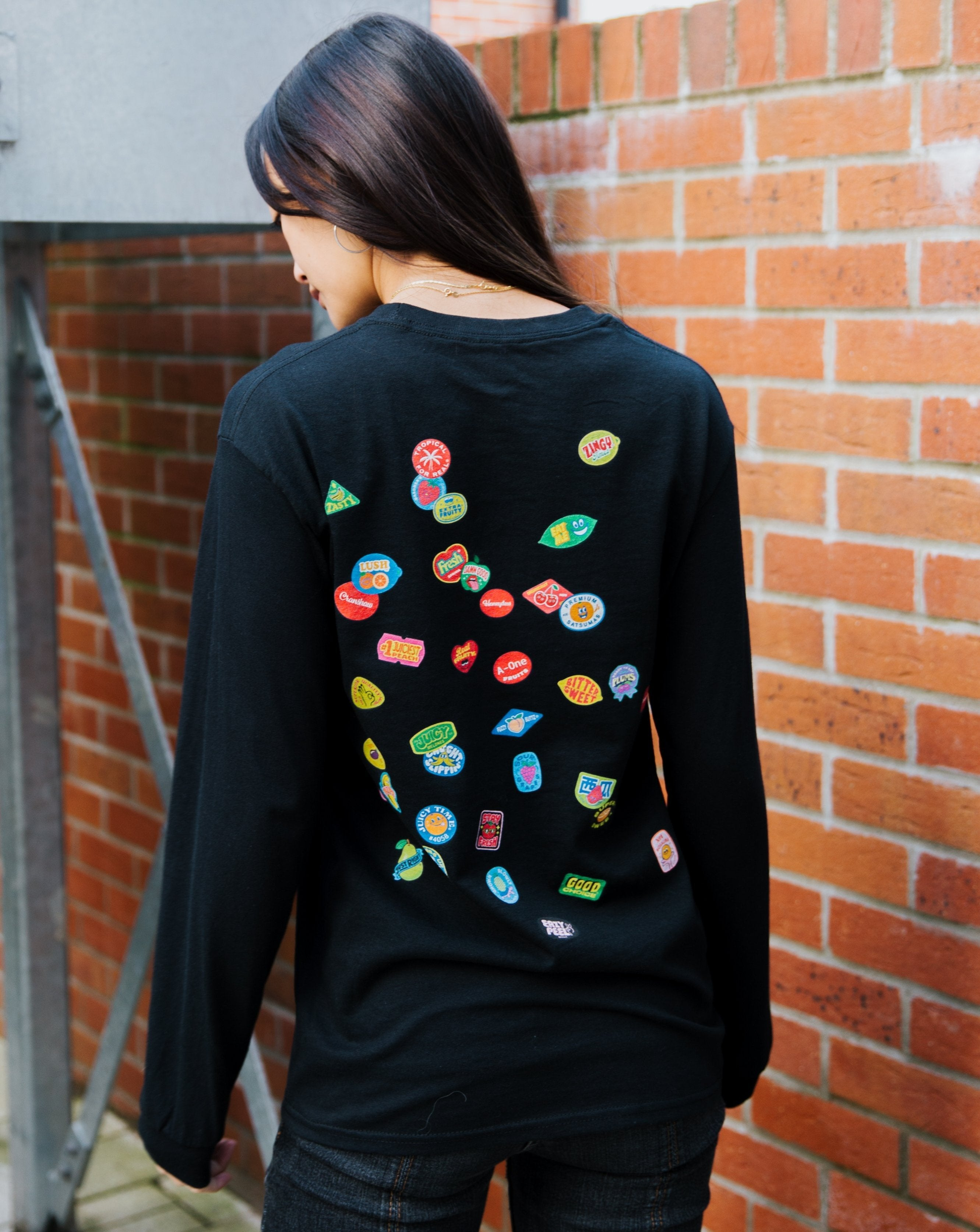 SCATTER LONG SLEEVE TEE NATURAL SNACK - BLACK - Fruit Stickers