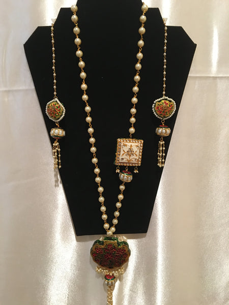 Stylish Necklace And Earring Set