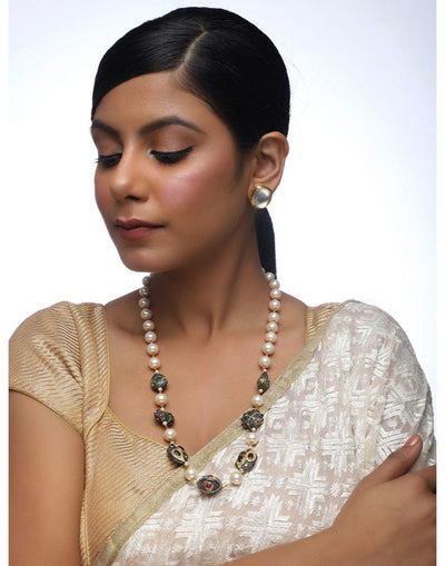 Pearl Neckpiece With Studs
