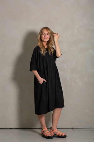 Moon dress black