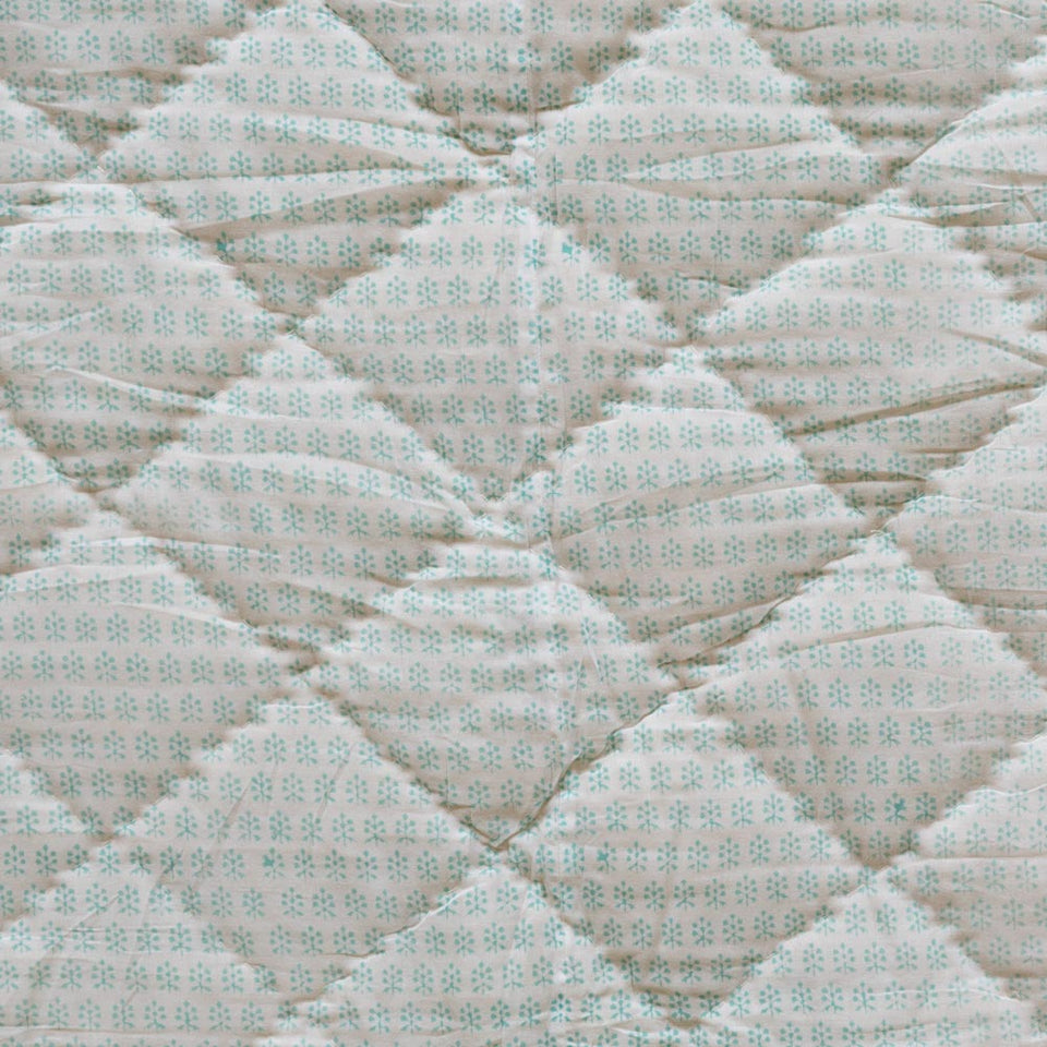 CHICKEN FEET QUILT IN AQUA